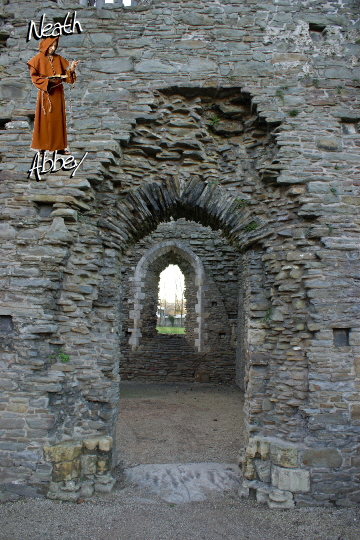 Neath Abbey (Welsh: Abaty Nedd), Foto, Picture - view inside