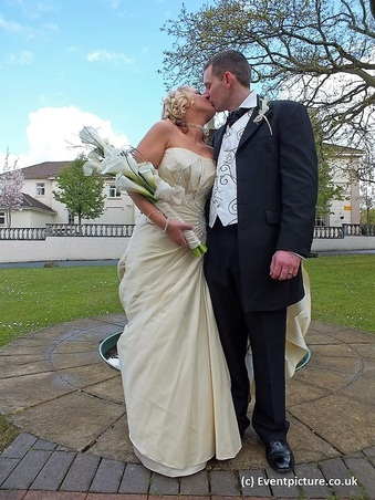 Wedding, Wales, Welsh Wedding, Swansea, Outside, Kiss, Ceremony,